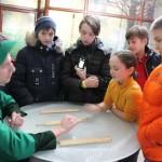 Знакомство с правилами старинной игры в парке-музее Этномир