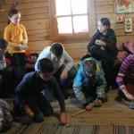 Игра в волчок в Русском подворье парка-музея Этномир