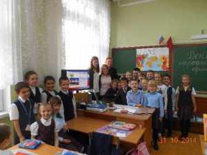 Одиннадцатиклассники проводят урок о Дне народного единства