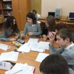 Группа обсуждает детали проекта