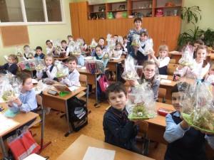 Вкусные сувениры мамам подготовили третьеклассники
